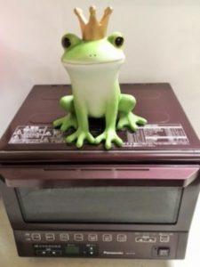 トースターが小さいのではないのです。 カエルが大きいのです(笑)